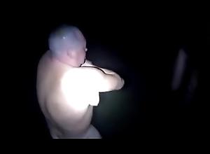 3 rusos se desnudan para darse una ducha