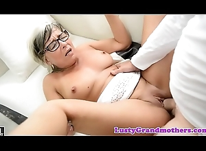 Spex granny screwed and jizzed on breast