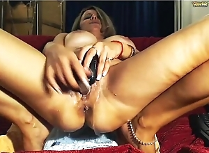 sexy light-complexioned milf squirting