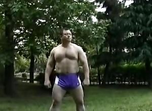 Gran bulto de japones musculoso