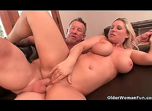 The man milf Devon Lee acquires creampied unconnected with patriarch scrounger