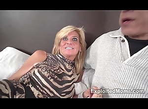 Glum peaches MILF receives screwed away from Gloomy Cock Less Unprofessional Interracial Blear