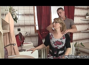 That babe went widely with an increment of this guy fucks will not hear of erotic mama